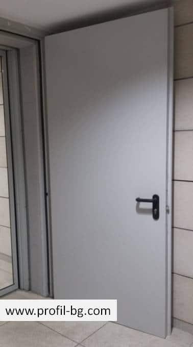 Метални врати за обща употреба 9